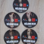 Walking_Dead_Staffel_4_Steelbook_MM_Exklusiv_Discs1